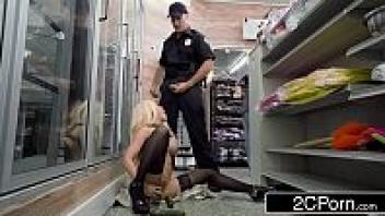 โดนตำรวจเย็ด แตงกวายัดหี เย็ดทำโทษ เย็ด หี