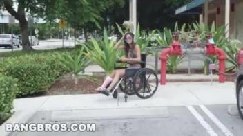 เย็ดแลกเงิน เย็ดสาวพิการ เย็ดสาวนั่งรถวิลแชร์ เย็ดสาวข้างทาง เย็ดสาวขาหัก