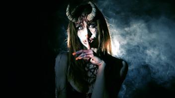 เอากับผีปีศาจ เย็ดในป่า เย็ดโหด เย็ดปีศาจสาว เปลี่ยนที่เย็ด