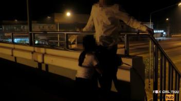 แอบเย็ด เย็ดรุ่นน้อง เย็ดบนสะพานลอย เย็ดคาชุดนักศึกษา เย็ดกับรุ่นพี่