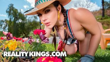 เอากับคนงาน เย็ดในสวนดอกไม้ เย็ดแรง เย็ดเจ้านายสาว เย็ดเจ้าของฟาร์ม