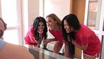 เย็ดในห้องเช่า เย็ดแทนค่าเช่า เย็ดหีนักศึกษา เย็ดสาวอิตาเลียน เย็ดพร้อมเพื่อน