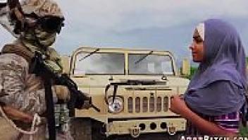 โม้กควย โดนทหารเย็ด เลียควย เย็ดสาวอิรัก เย็ดกลางทะเลสาบ